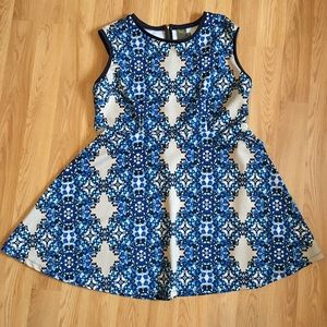 Taylor Pretty Blue kaleidoscope Dress